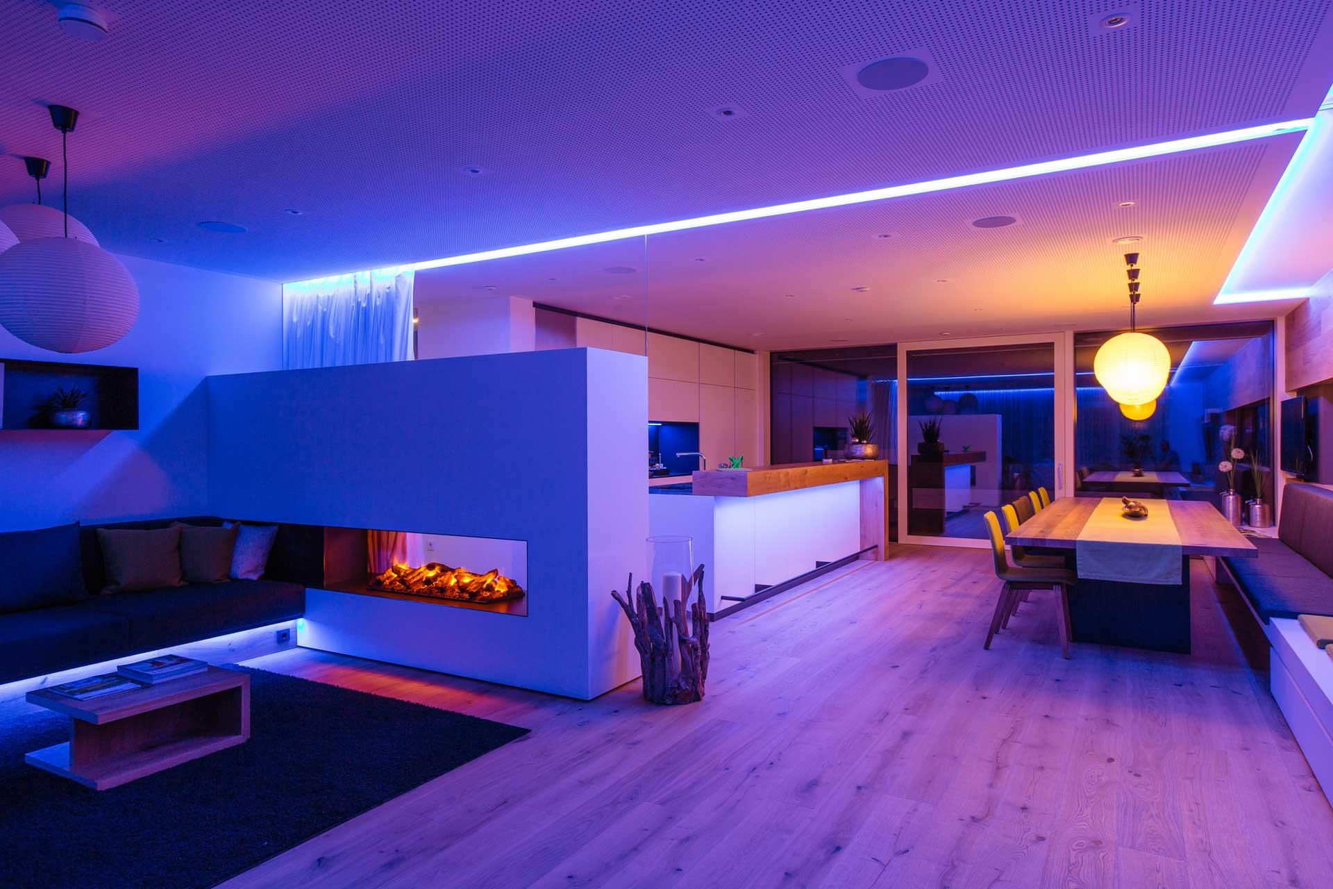 Wohnbereich blau violett - Smart Home